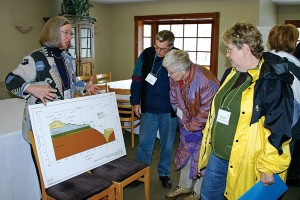 Lorraine Symmes explains the topographical profi le of the proposed pit during one of the coalition's educational open houses.