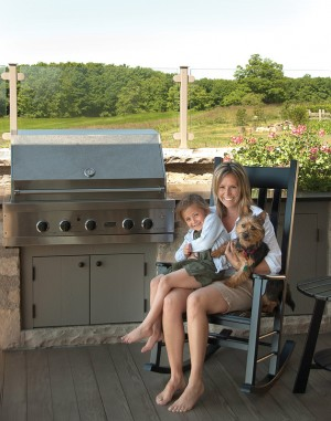 Sara Bellamy wanted the kitchen at her Mulmur Hills country retreat to more or less take care of itself. The mother of three children, aged 10, 8 and 5, and owner of a spunky Australian terrier named Raffi, would rather be out playing or working in the garden