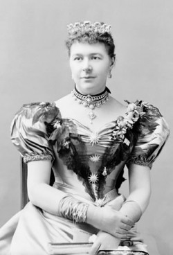 Lady Aberdeen and Dr. Emily Stowe were among those who pressured the Law Society of Upper Canada to admit Clara Brett Martin to the bar. Image Courtesy Library and Archives Canada Pa-025771