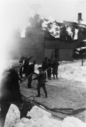In the days before modern firefighting, nothing frightened a small community – or pulled it together more powerfully – than a major blaze. Photos by Sam Jones and I.Lavery Collection Courtesy Peel Art Gallery, Museum & Archives.