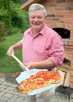 Alan Hibben bakes his pizza at a searing 650ºF.