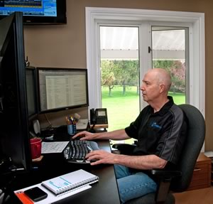 David Neale uses a cell phone-based system to manage Crewsware.com. Photo by Rosemary Hasner / Black Dog Creative Arts.