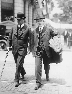 Future prime minister Mackenzie King and his friend and employer John D. Rockefeller pictured in 1915 wearing a bowler and fedora respectively. The fedora completely overwhelmed the bowler in the 20th century after it was taken up by Hollywood stars such as Humphrey Bogart. Library & Archives Canada C-025281
