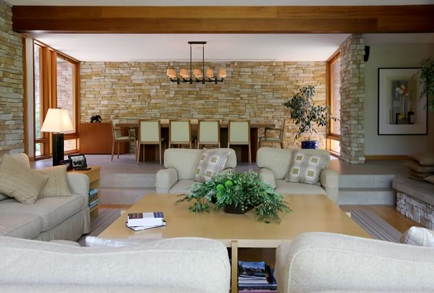 Raising the dining room by two steps makes it a more intimate space. Photo by Pam Purves.
