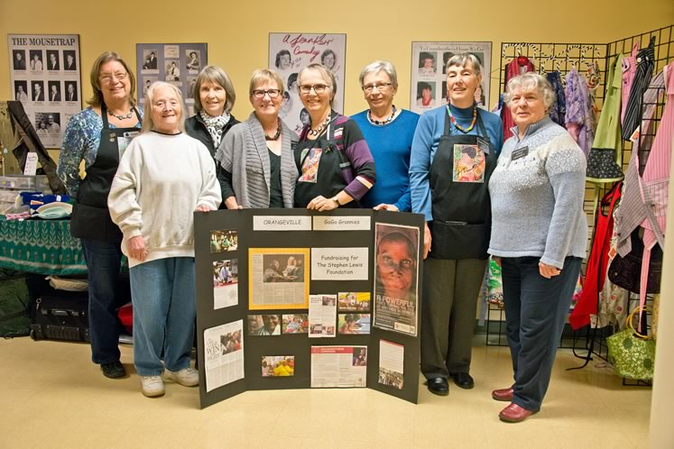 From left : Shirley Edgerton, Mary Flood, Carol Blackmere, Shirley White, Cathy Whitcombe, Rita Henkel, Robin Harmer, Helen Linton. Other members (not present here): Betsy Cornwell, Jill Cutter, Chris Cox, Barb Lyons and Dolleen Seto-Simon. Photo by Pete Paterson.