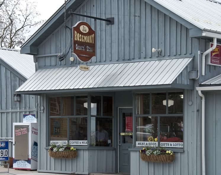 Rosemont General Store and Kitchen. Handmade pizza, meat pies and soups draw locals and tourists alike to the must-visit country spot at the south end of Mulmur. Diners eat in, take home – or both. Photo by Pete Paterson.