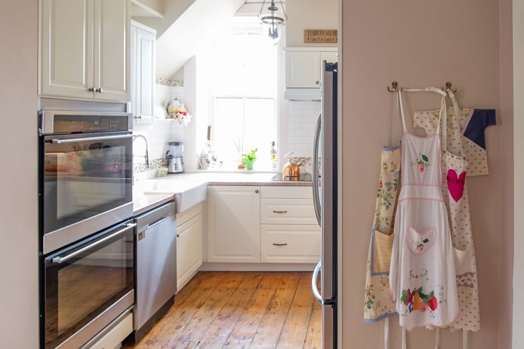 The country kitchen where Sandy loves to bake is painted a soft pink. Photo by Erin Fitzgibbon.