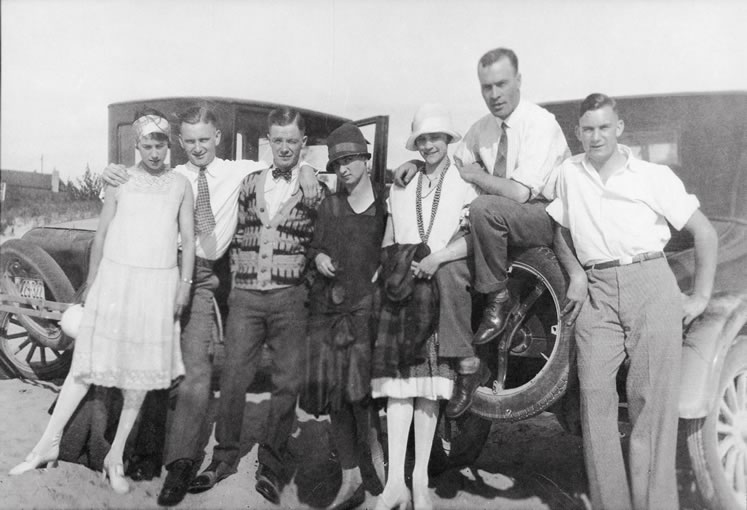 J.W. Kearns' parents (centre), Graham and Edna Kearns, with friends, c.1925. Photo Courtesy Museum of Dufferin P-1014.