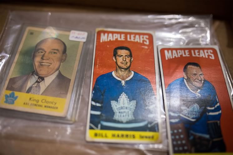 Maple Leafs hockey cards at Reinhart Auctions. Photo by James MacDonald.